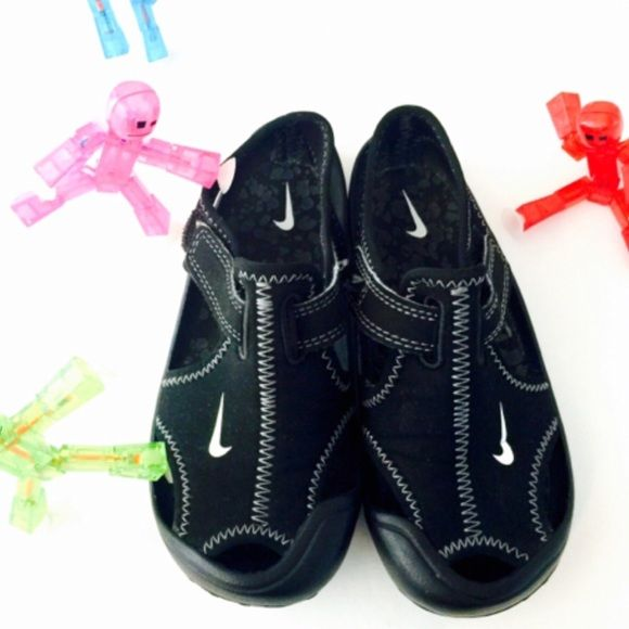 Nike Water Shoes 10 Toddler Nike Non-Marking-NE Marque Pas made w/no mark stain on the floor soles. Upper material made of the finest wet suit fabrication, no smell or discoloration. Perfect for our door fun and wet play conditions. A+Condition Personal Images🙇🏻 Nike Shoes