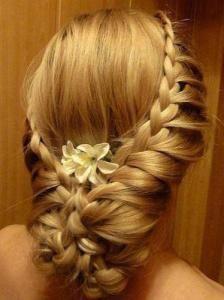 Fishbone braid of bride hairstyle