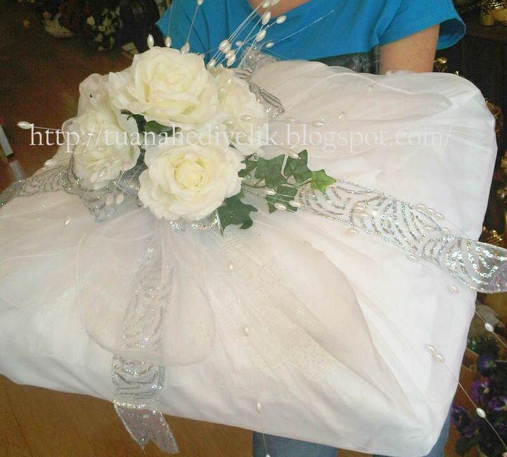 List of gift for groom-Before wedding- Damat bohçası-kutu-gelin- gifts- bride-bridal-groom-turkish culture- engagement-bişan söz bohcası- gift box-suit box-ottoman silk-bursa- seccade/ kayınvalide-kayınpeder- kardeş- brother-ayakkabı kesesi-customized-tesbih ceyiz- bohca listesi