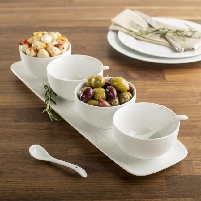 Our Linea mini bowls set is made of high quality porcealin with a matte white finish. Use it for warm or cold food. Great for appetizers, canapes, desserts and food sampling. Microwave, oven and dishwasher safe.
