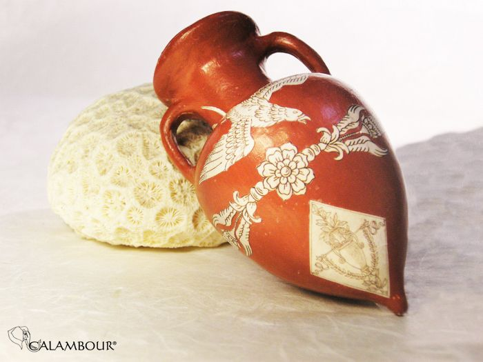 ETRUSCAN AMPHORA - Red amphora decorated with Calambour paper for decoupage and Red acrylic bolus /// ANFORA ETRUSCA - Bellissima anfora rossa   decorata con la carta per il decoupage di Calambour e il bolo acrilico rosso http://www.calambour.it/en/products/auxiliaries-for-gilding.html#!DOR1 http://www.calambour.it/en/our-papers/paper-for-classic-decoupage/ad.html#!AD_001