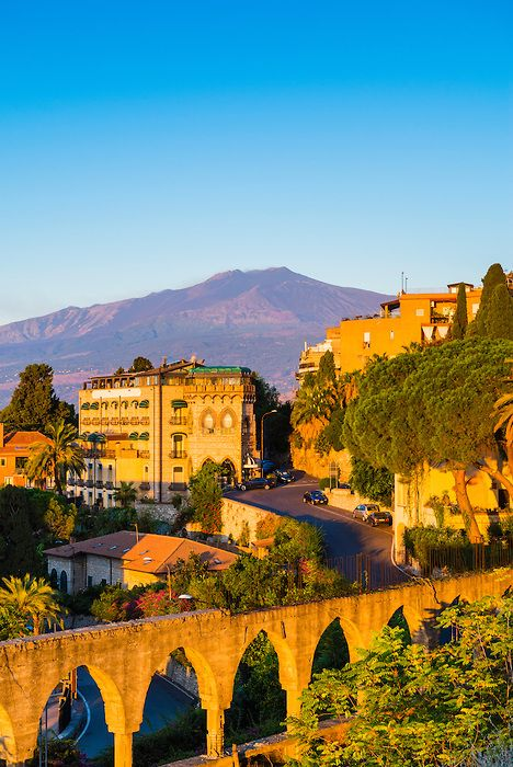 Good morning Twitter! Look at this gorgeous view for theTop of Mount Etna Volcano at sunrise! Enjoy