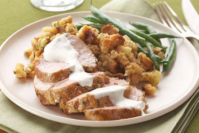 La moutarde de Dijon fait merveille avec le porc. Une sauce crémeuse, de la farce et des haricots verts complètent ce repas délicieux, qui compte seulement 360 calories par portion de 272 g..