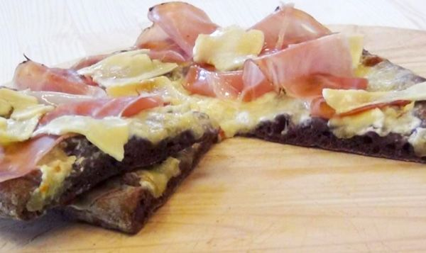 pizza speck brie