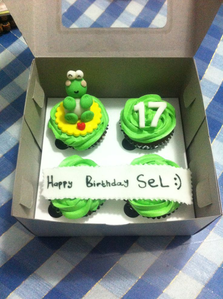 cupcakes keroppi ! chocolate cupcakes with buttercream froasting