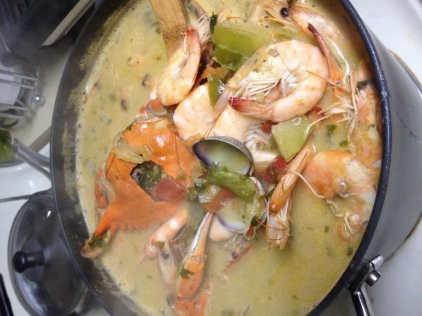Honduran Coconut Seafood Soup (Sopa Catratcha De Mariscos Con Un