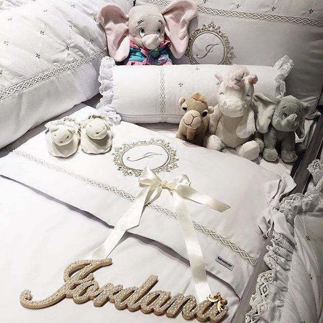 Que foto linda recebemos da @mama_castilho e da @vanessacjacome!! 😍😍 Tudo prontinho pra chegada da Jojo!🎀💕 Email:contatobelleb@gmail.com Whatsapp:(24)99954-4114  #mae #maternidade #babyroom #cabidedeperola #original #cabidedeperolaoriginal #nomedeperola #decor #quartodebebe #cabides #perola #laços #instababy #kithigiene #portamaternidade #luxo #maedemenina #maedemenino #príncipe #princesa #handmade #amooquefaço #bellebaby