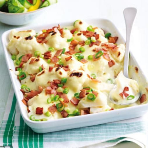 Cheesy cauliflower with crumbled bacon