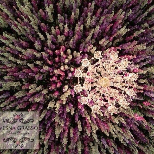 Ohhh (*sigh) ... #floralinstallation #ceilingfeature #flashback #floralstyling #floraldesign #weddinginspiration @miramaregardens @weddingsbydianekhoury @chandelierstodiefor
