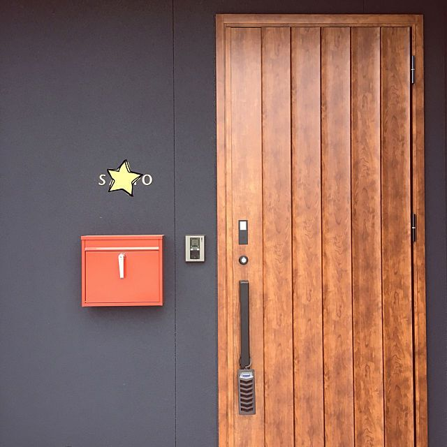 玄関 入り口 リクシルの玄関ドア 黒い外壁のインテリア実例 2018 06 16 00 02 14 Roomclip ルームクリップ 玄関ドア 玄関 インテリア 実例