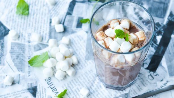 Varm chokolade med et friskt kick | Samvirke.dk