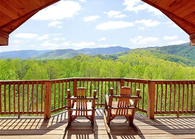 Enjoy amazing views of the smoky mountains from this 1 bedroom luxury cabin  in Gatlinburg  Bear Den features 2 levels with many amenities and a five  star. Best 25  Gatlinburg chalet rentals ideas on Pinterest   Gatlinburg