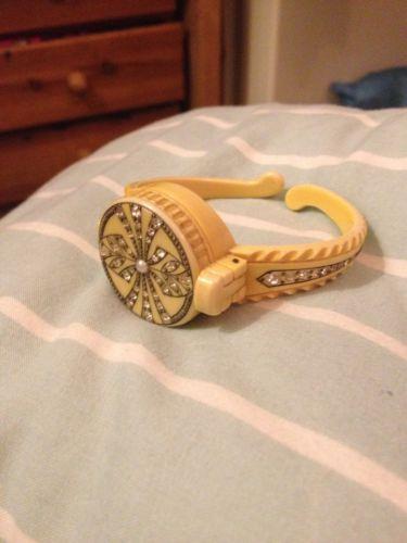 Jewelry vintage ivory