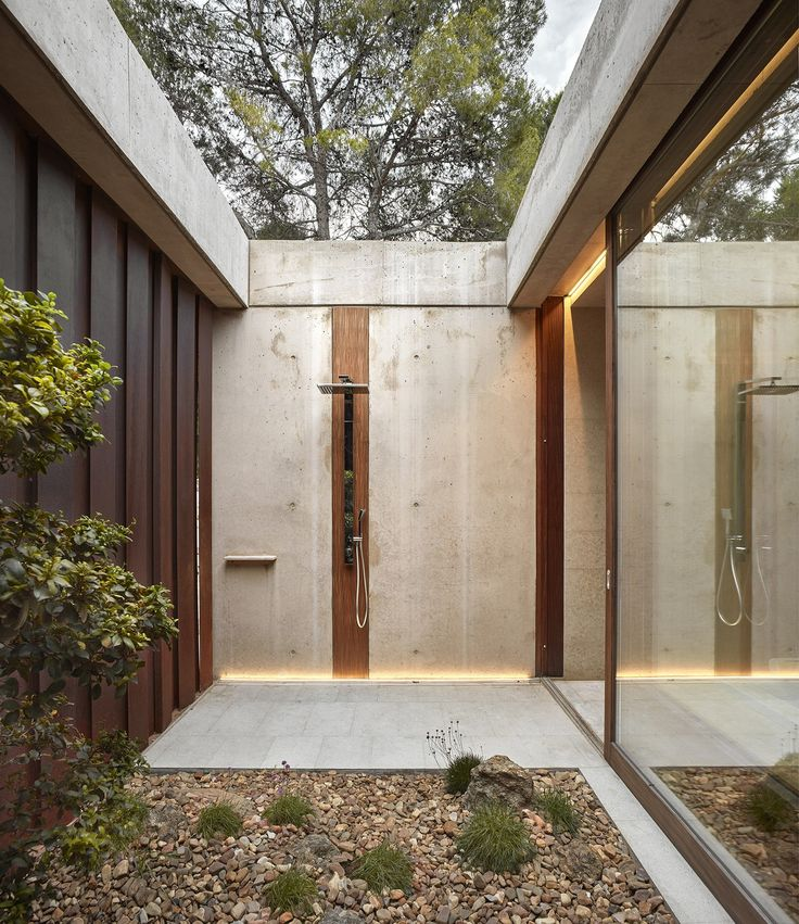 HOME IN THE PINE FOREST  by Ramon Esteve Estudio      Mariela Apollonio