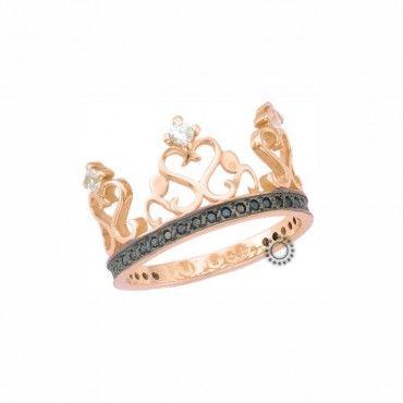 Ένα μοντέρνο δαχτυλίδι ροζ από χρυσό Κ14 σε σχήμα περίτεχνου στέμματος. Φοριέται μόνο του ή θηλυκώνει πολύ ωραία με ένα άλλο στέμμα. #στεμμα #κορωνα #ζιργκον #χρυσο #δαχτυλίδι