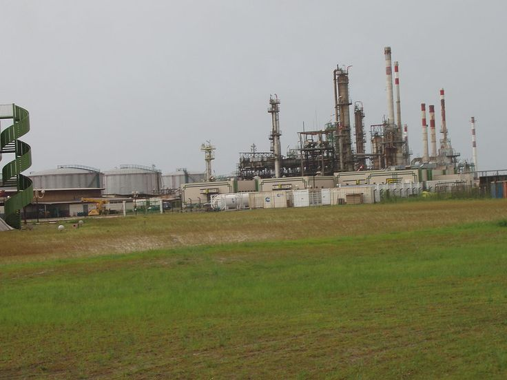 Refinería de petróleo de la Societe Gabonaise de Raffinage (SOGARA). ◆Gabón - Wikipedia https://es.wikipedia.org/wiki/Gab%C3%B3n #Gabon
