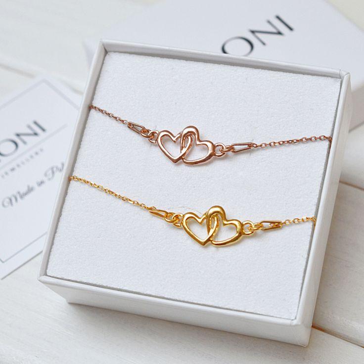 Bransoletka z sercami. Zobacz na: https://laoni.pl/bransoletka-dwa-zlaczone-serca-rozowe-zloto #serca #bransoletka #biżuteria #złota #srebrna