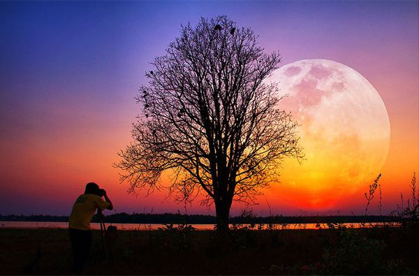 Catch the #Moon: 100 Magnificent Moon #Photos You Have Never Seen Before  http://photodoto.com/moon-games-moon-photos/