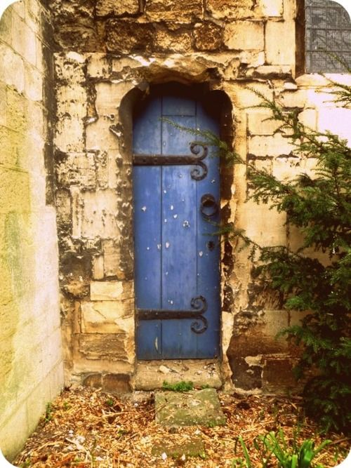 narrow blue door: The Doors, Paintings Doors, Secret Gardens, Color Schemes, Color Combos, Blue Doors, Front Doors, Doors Numbers, Gardens Doors