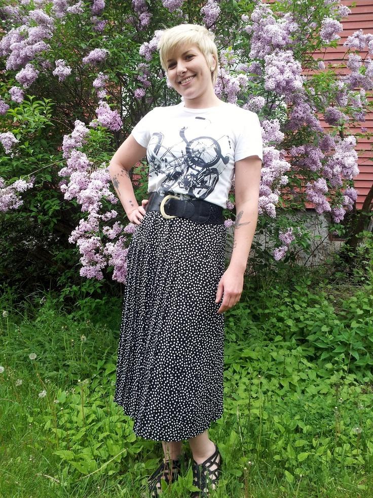 Vintage polka dot skirt, bike tee and thrifted belt.Polka Dot Skirts, Polka Dots Skirts, Vintage Polka