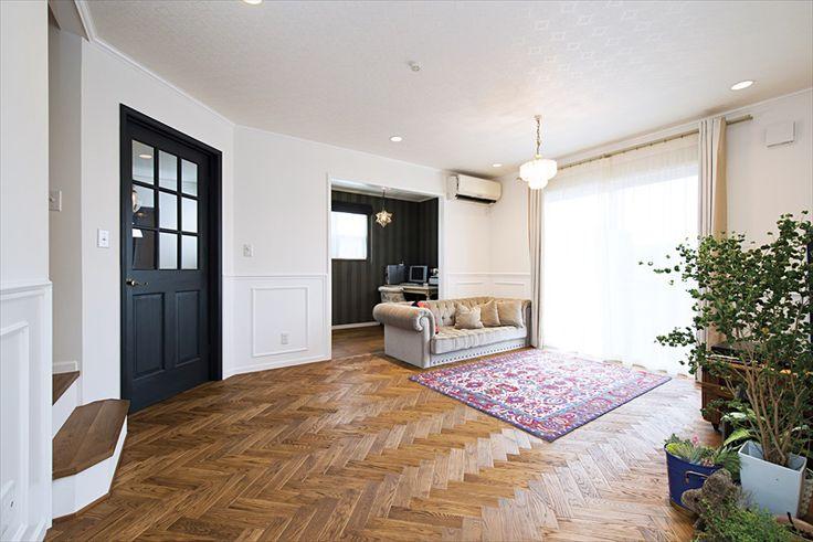 ジャストの家[公式] ヘリンボーンのナラ材フローリングが美しい家