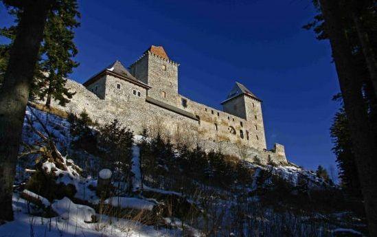 Víte, jaká je zima na hradě Kašperku?