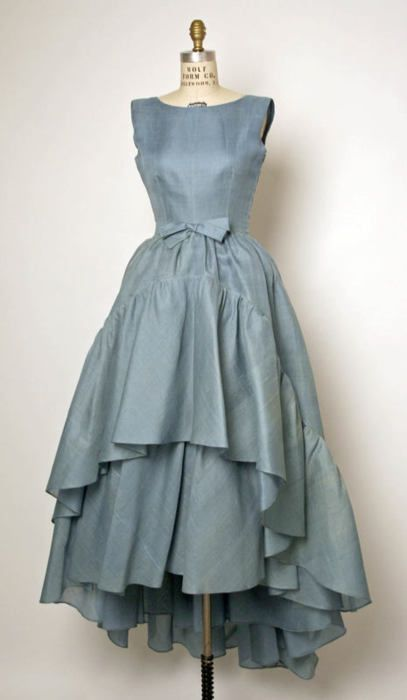 a-harlots-progress:    omgthatdress:    Cristobal Balenciaga dress ca. 1961 via The Costume Institute of the Metropolitan Museum of Art    Want!