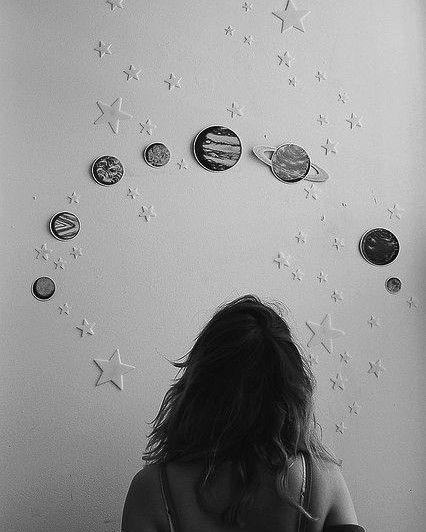 Já ouviu falar em Mapa Astral? Se você gosta de astrologia já deve ter ouvido falar ou lido sobre alguém que fez. Ele é um documento que mostra a posição dos astros no momento exato de nosso nascimento e sua correspondência com o nosso destino história de vida e personalidade. Você pode fazer online que podem não ser muito confiáveis ou contratar astrólogos para fazerem o seu. Os preços costumam ser meio salgados mas é uma forma maravilhosa de auto-conhecimento.