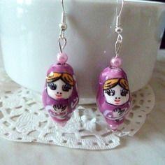 Boucles d'oreille fantaisie  perle porcelaine matriochka violette@laboutiquedenath