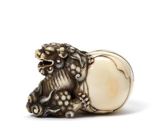 An ivory netsuke of a shishi Attributed to Garaku,…