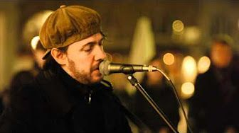 Everybody Hurts - (cover) Rob singing in Covent Garden - YouTube