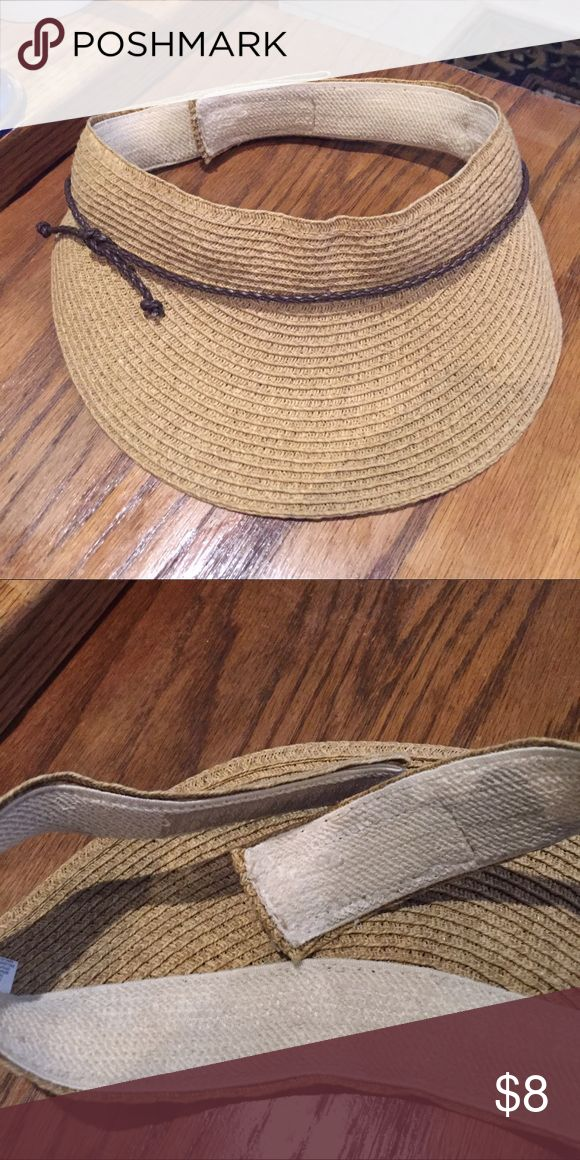 Flexable sun visor hat Like new - velcro si it adjust to all sizes - perfect to keep sun out so you can see- beach - sporting events Accessories Hats