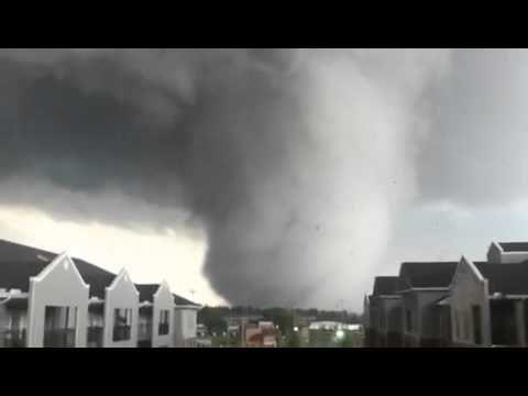 ▶ Amazing shot of the 4-27-2011 alabama tornado - YouTube