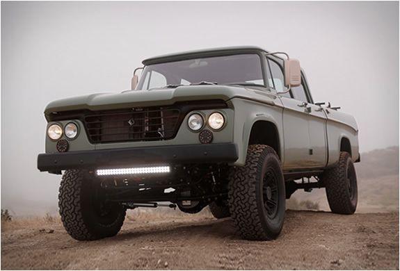 PICK UP PERSONALIZADA - ICON DODGE POWER WAGON  Icon é um construtor californiano conhecido por suas pick ups e caminhões personalizados, a última jóia que fizeram na sua oficina é este espectacular 1964 Power Wagon Crew Cab.