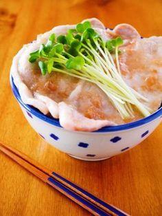 レンジでチンで超簡単!2分で出来るズボラ飯「さっぱり梅だれ豚丼」の作り方