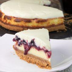 În momentul în care ai poftă de ceva dulce și original, dar nu ai inspirație, această prăjitură este colacul de salvare. Este o rețetă foarte simplă, rapidă, pe care o prepari din doar câteva ingrediente
