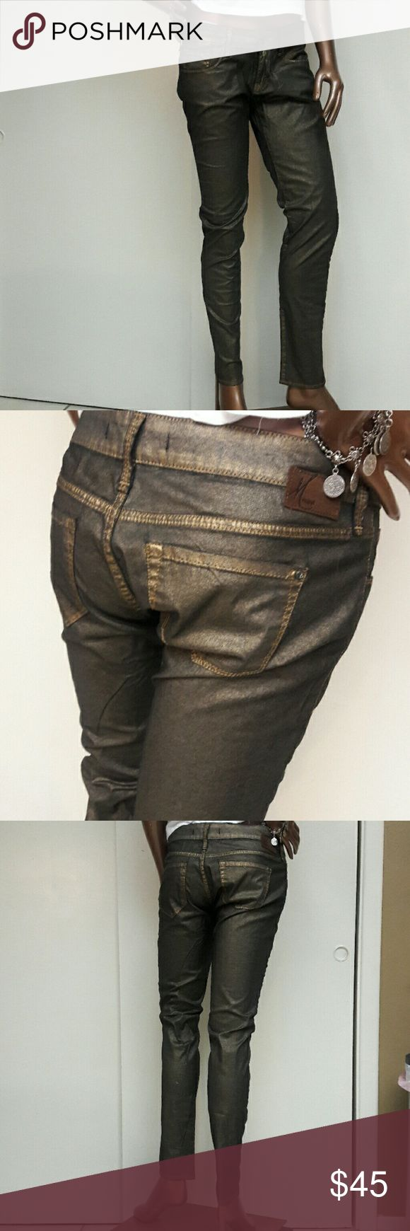 """NWOT Mavi Gold Wash Serena Super Skinny Jeans Brand Mavi Jean Company Nordstrom  NWOT  Size 29"""" Length 32"""" Style Serena Got Super Skinny Low Rise Classic 5 pocket style with Designer leather tag on back. Zipper Fly Originally $98 Nordstrom SALE Price $69.99 verify online.  Great club or Date Nite Jeans Bundle 2 or more in my Closet for 20% discount. Mavi Jeans Skinny"""