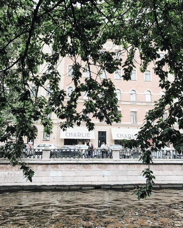 254 отметок «Нравится», 2 комментариев — Фотограф В СПб Аня Курбакина (@anya_kurbakina) в Instagram: «Осень❤️ время гулять по городу, бесконечно пить кофе и есть шарлотку)) это ли ни счастье))»