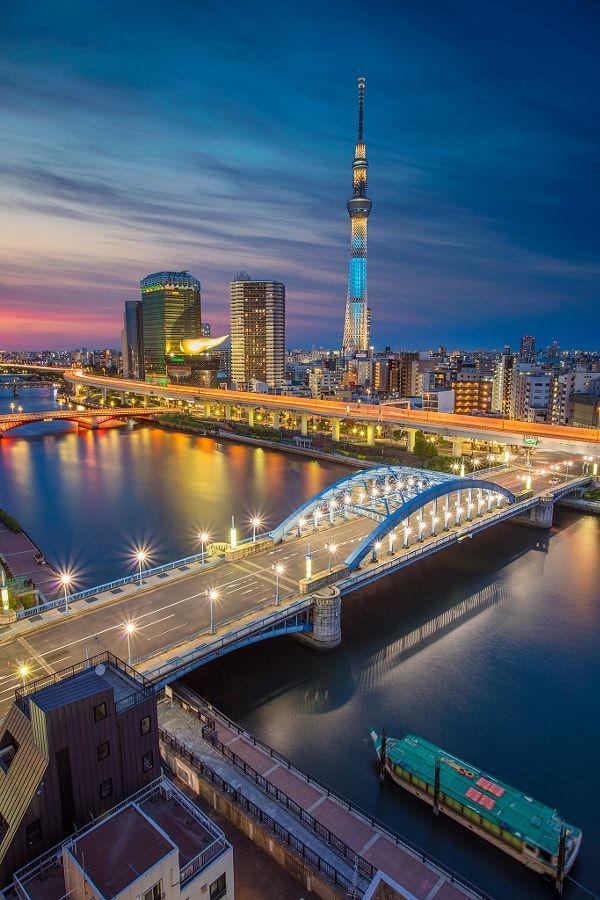 Tokyo. by Rudy Balasko