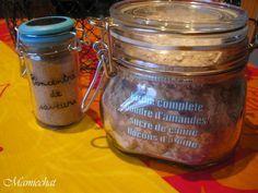 CRUMBLE:60g de Fcomplète,60g de Poudre d'amandes,105g de Sde canne,105g de flocons d'avoine pr 1 bocal d'1/2 L:Mélangez ts les ingrédients Joindre: Pesez 220g de mélange sec,ajoutez 60g de beurre salé en dés et mélangez du bout des doigts .Pelez et coupez en morceaux 5 pommes et 2 mangues ou autres fruits .Mettez ds 1plat à gratin, saupoudrez avc le mélange et faites cuire 40mn au four à th.6.pr le sucre arrangé 50g de SdC ,1càc d'1mélange(cannelle/réglisse) en P.remplissez le petit bocal