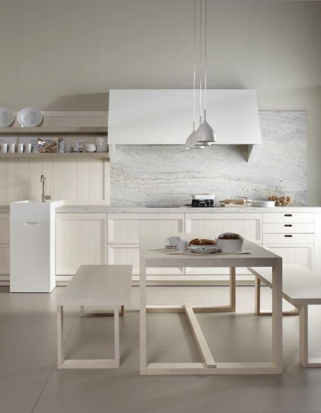 Cocina r stica blanca sin muebles altos y suelo de - Cocinas sin muebles altos ...
