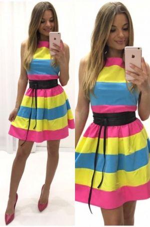Šaty na hrubšie ramienka áčkového strihu vhodné na party či na akúkoľvek príležitosť, zapínanie na zips zadnej časti.