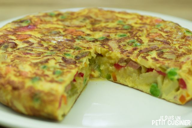 Recette de tortilla paysanne (omelette espagnole aux légumes et jambon cru)
