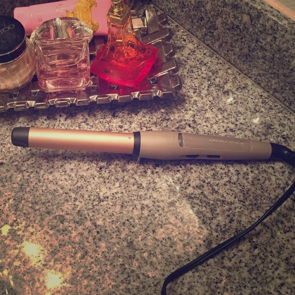 Remington Curling Wand 1-1/2 Inch Curling Wand. Good for all hair types. Hardly Used. Good as NEW! Accessories Hair Accessories