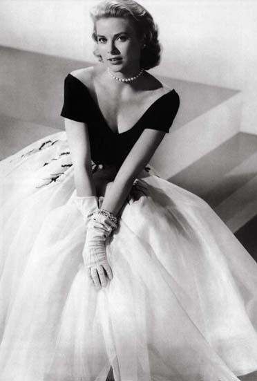 'Rear Window' designed by Edith Head 1954 worn by Grace Kelly. Dream dress for a fairy tale princess !