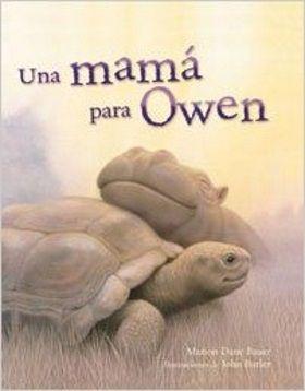 Owen, el pequeño hipopótamo, y su mamá eran grandes amigos. Les encantaba jugar a esconderse en las orillas del río Sabaki, en África. Eso fue antes de que llegara el tsunami y se llevara todo lo que rodeaba a Owen. Pero cuando paró la lluvia, Owen se hizo amigo de Mzee, una tortuga macho marrón y gris. Jugaba con él, se acurrucaba junto a él, y decidió que Mzee sería su mejor amigo y su nueva mamá.