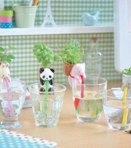 Ces Chuppons japonais sont des adorables petits animaux en céramique, qui grâce à une paille permet d'alimenter la plante qui se trouve dans son sac à dos !