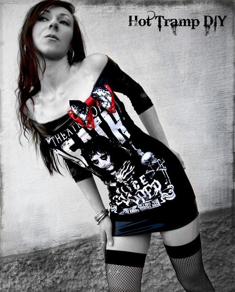 """*""""Theatre of death""""* Unikat in Größe XS 34    Dieses super - heiße Longshirt besteht aus einem neuen, lizenzsierten Band -Shirt und besitzt:    > Ragl"""