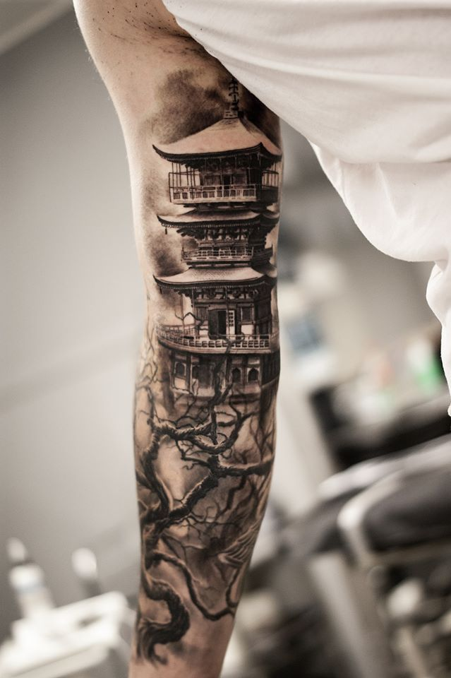 26 Amazing Body Artwork Pictures That Will Make you to Get a Tattoo Right Away - 6. Tower Tree