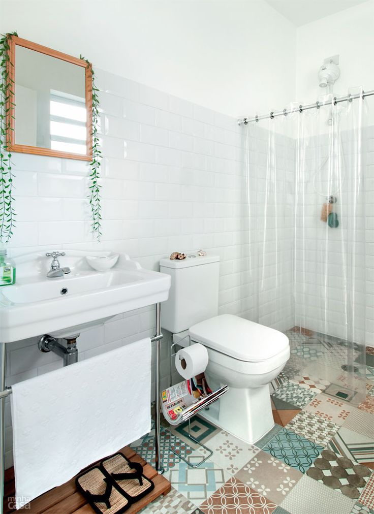 04-banheiro-ganha-placas-ceramicas-na-parede-e-piso-que-imita-ladrilho